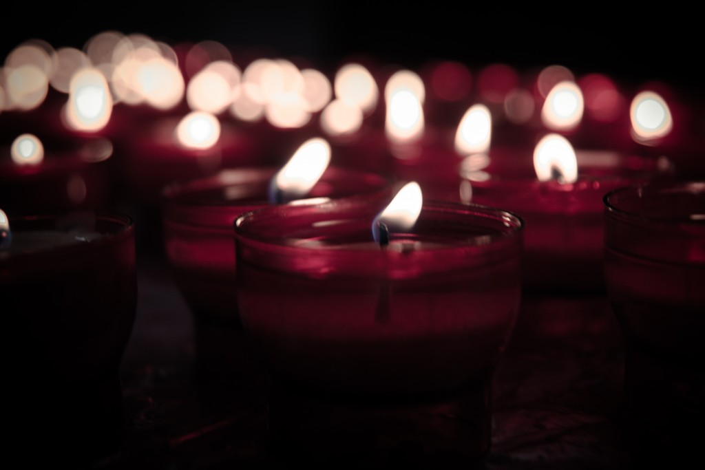 2015_05_Life-of-Pix-free-stock-photos-candles-fire-flame-nabeelsyed